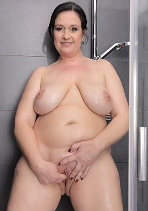 Moms Shower Porn Pictures