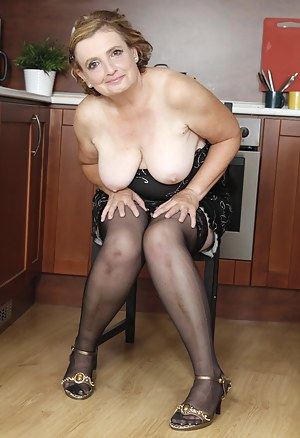 Saggy Tits Moms Porn Pictures