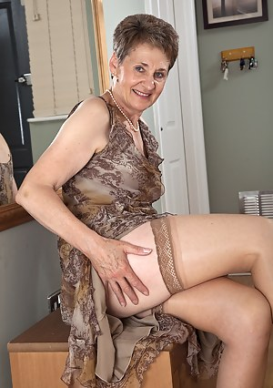 Short Hair Moms Porn Pictures